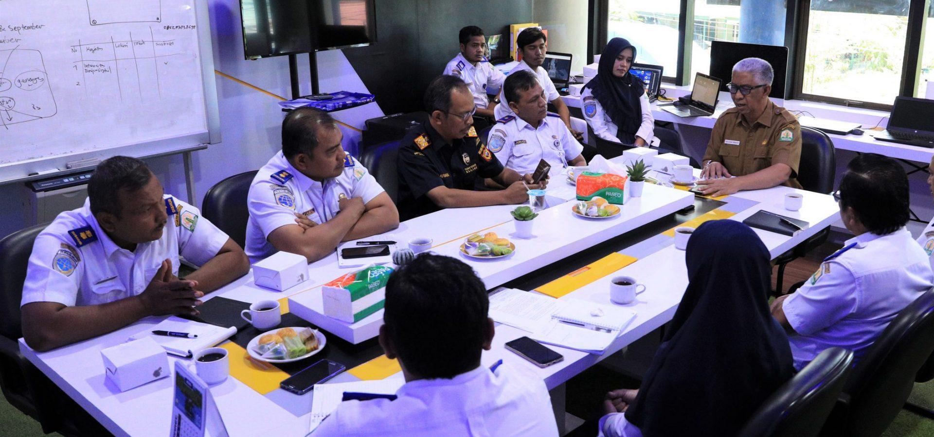 Diskusi Kadishub Aceh bersama Kepala Bappeda Aceh dan Kakanwil Bea dan Cukai Aceh di Innovation Center Room Dishub Aceh, Selasa, 25 Februari 2020.