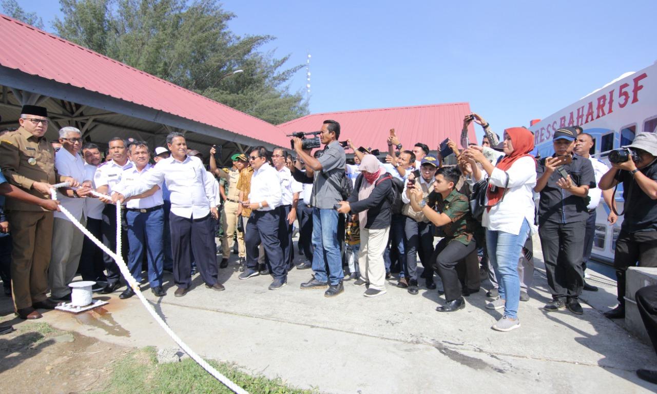 Pelepasan tali tambat Pelayaran Perdana Express Bahari 5F di Pelab. Penyeberangan Ulee Lheue, 24 Des 2019