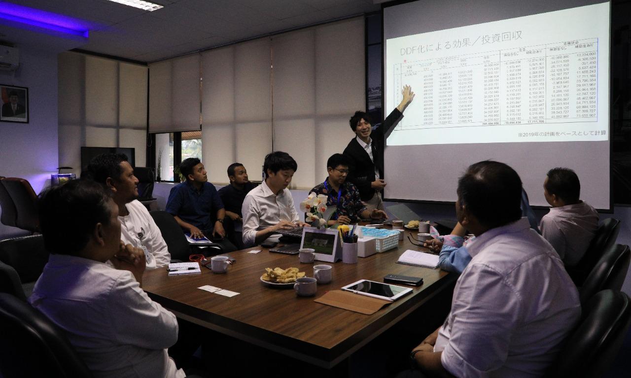 Perwakilan Pemerintah Kota Toyama Jepang mempresentasikan hasil Survey terkait penggurangan emisi gas buang bus Trans Koetaradja, 22 Nov 2019