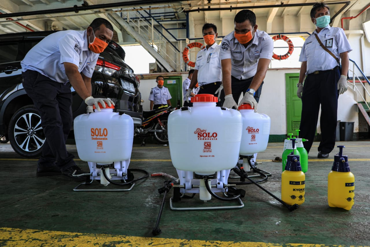 PT. ASDP Indonesia Ferry Cab. Banda Aceh melakukan Disinfeksi pada area Kapal KMP. Tanjung Burang untuk memberikan kenyaman dan jaminan kebersihan pada penumpang terhadap virus Corona