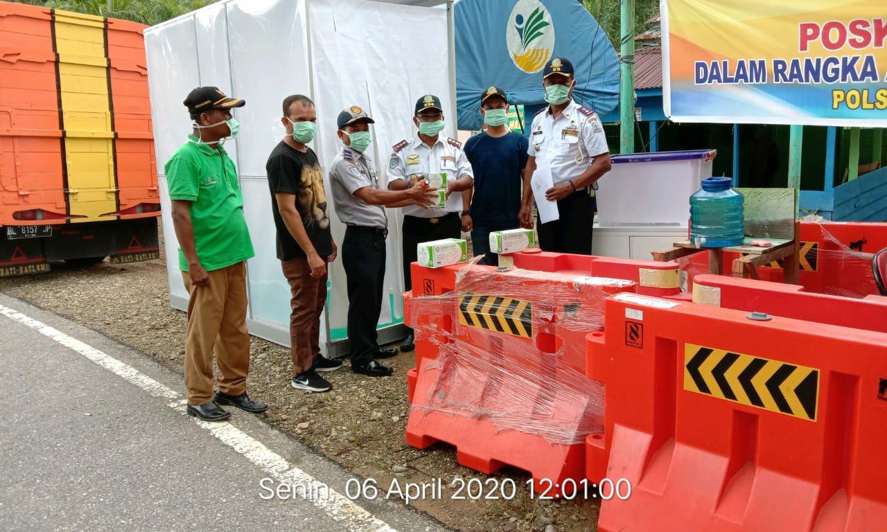 Penyerahan Bilik Disinfektan dan Alat Pendukung Lainnya di Posko Singkil