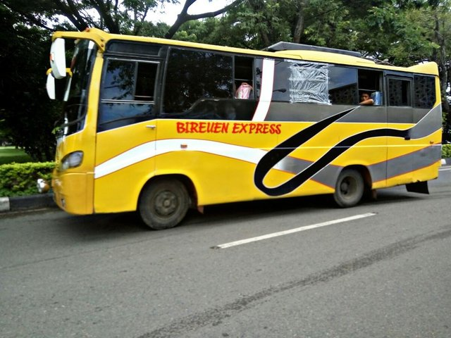 Minibus Bireuen Express (Photo by Fakhrulradhi Aceh)